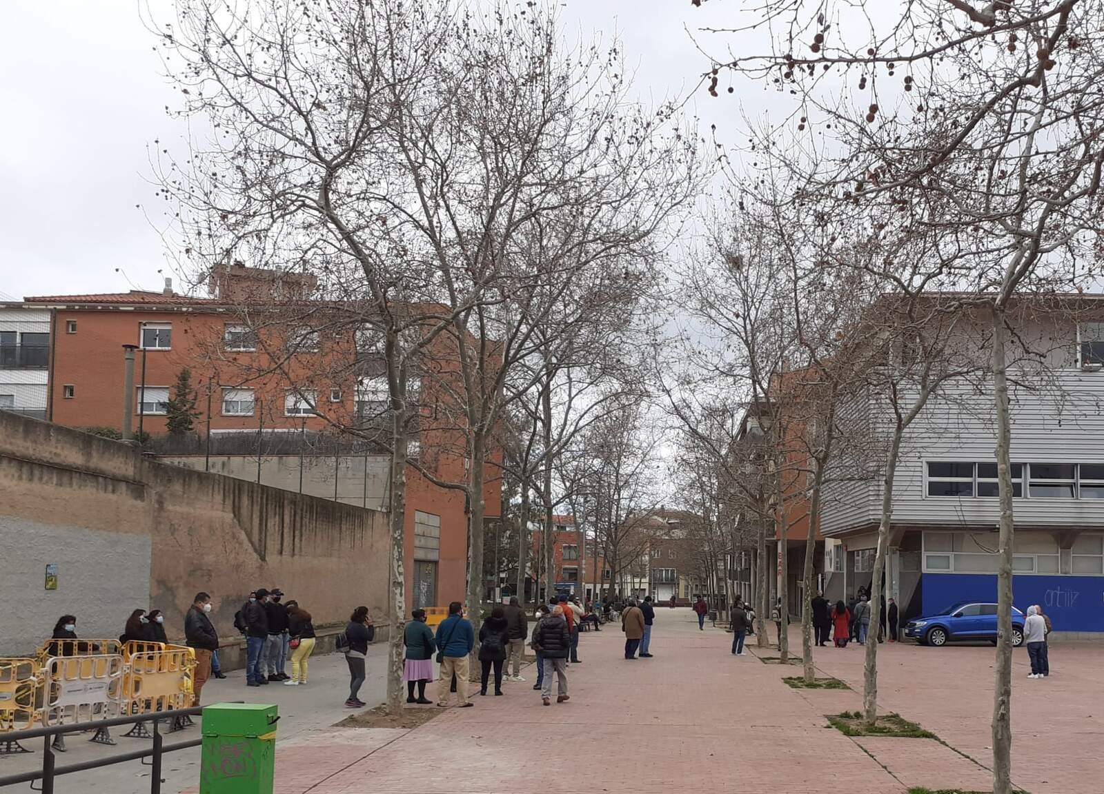 Cues a les portes del centre cívic per votar a les eleccions d'Equador