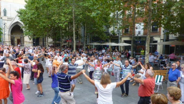 Diada sardanista a la plaça Vella    ASERT