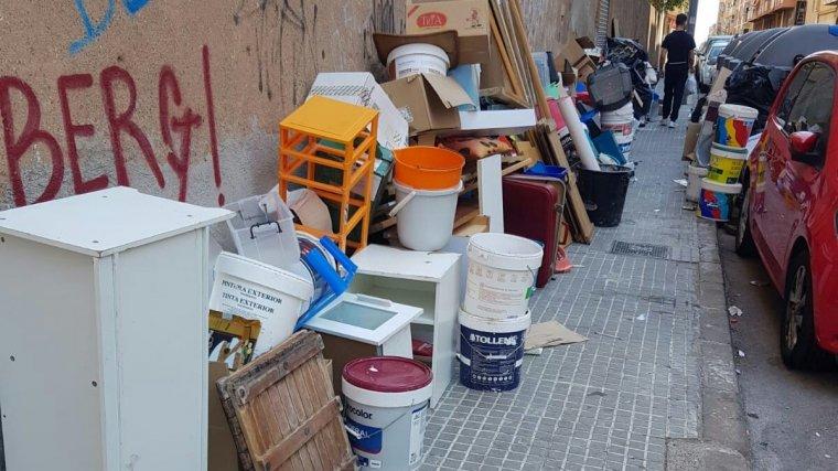Abocament il·legal de pintures i mobles a Terrassa  | Marc Armengol