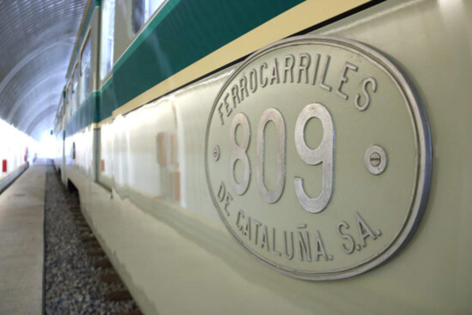 Un lateral del 'tren Granota' al Centre d'Operacions de Rubí (COR) de Ferrocarrils de la Generalitat (FGC)
