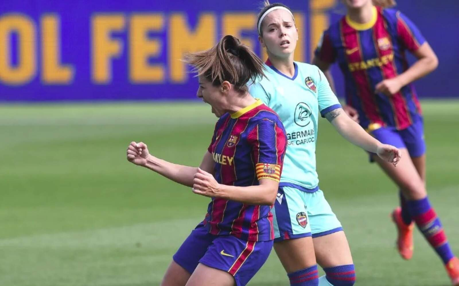 Vicky Losada celebrant el seu gol