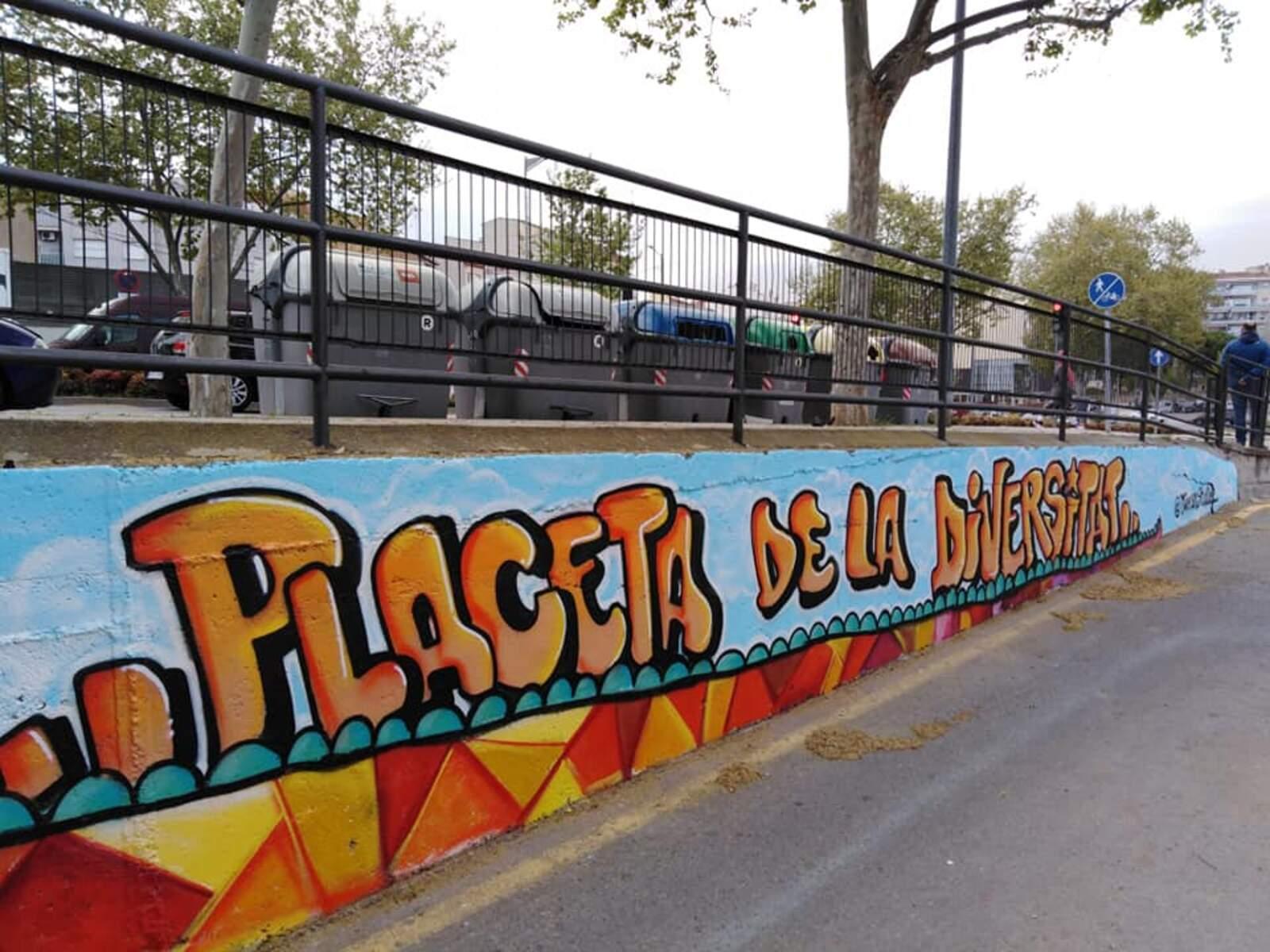 Part del gran mural de la placeta de la Diversitat