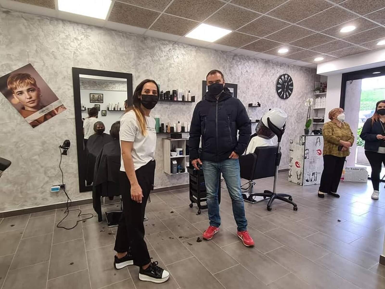 Ballart ha visita la Peluquería Barbería Ma Angeles