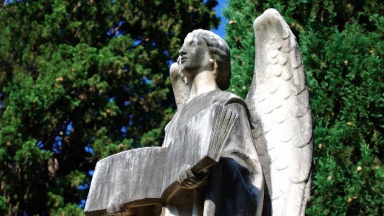 Una de les escultures del cementiri de Terrassa    Josep Maria Escoda