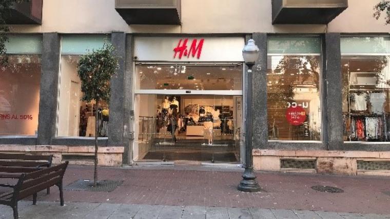 H&M, un dels comerços més coneguts del Carrer Major  | Sandra Gómez i Cristina Pérez