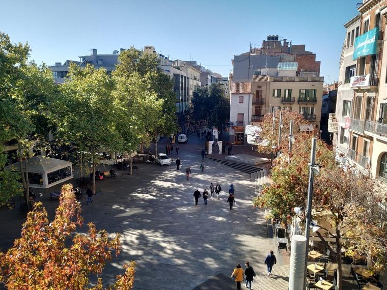 Des d'aquí es podran seguir els castellers a la Plaça Vella de Terrassa mentre es fa un tast de vermuts premiats    Món Terrassa