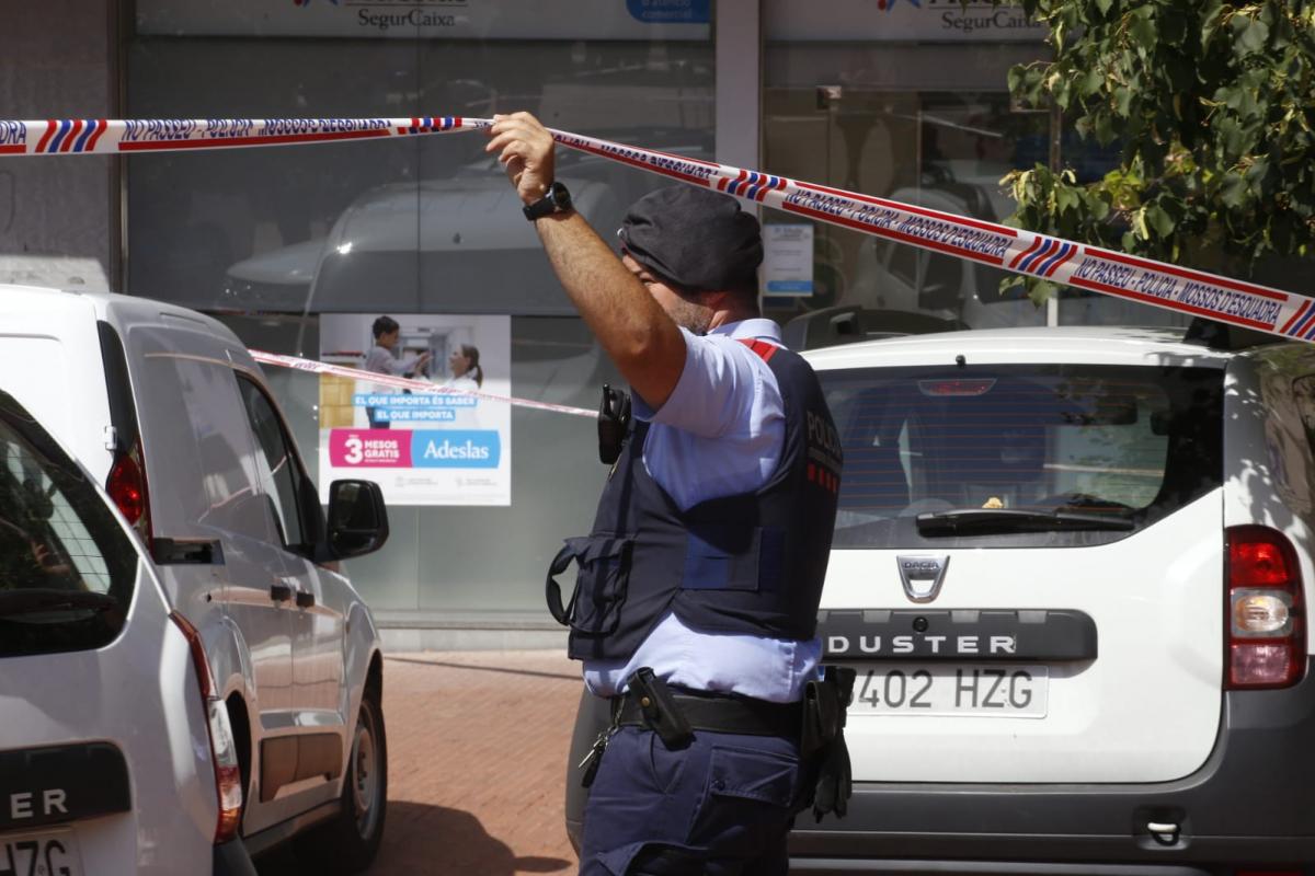 Agent dels Mossos en el lloc dels fets  | Cristòbal Castro