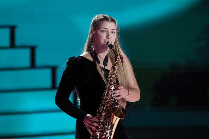Gisela Dekort amb el saxo a la gala Prodigios   RTVE
