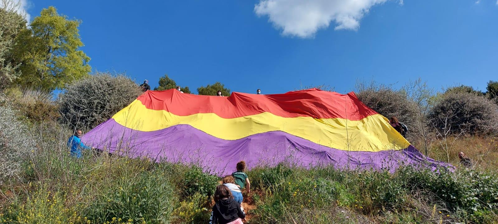 Bandera republicana a Can Candi | Esquerra Unida
