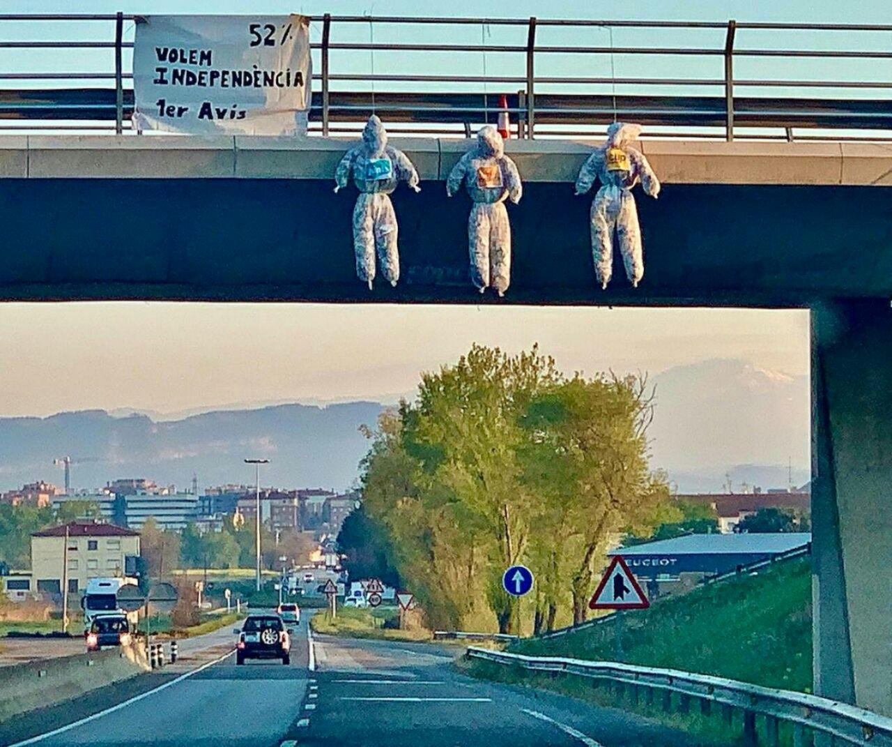 Ninots penjats a ponts/ACN