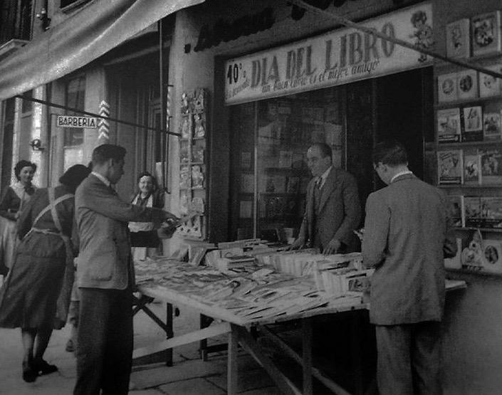 Llibreria Verdaguer - Dia del LLibre. Anys 50 | Proc. Carme Verdaguer