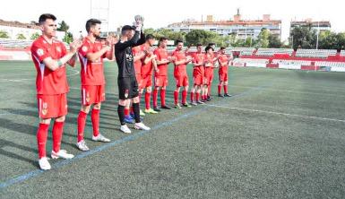 Els jugadors del Terrassa FC han sortit al terreny de joc | ARNAU ALCALÀ