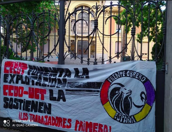 Pancarta de Frente Obrero a la seu de la Cecot a Terrassa | F.O.
