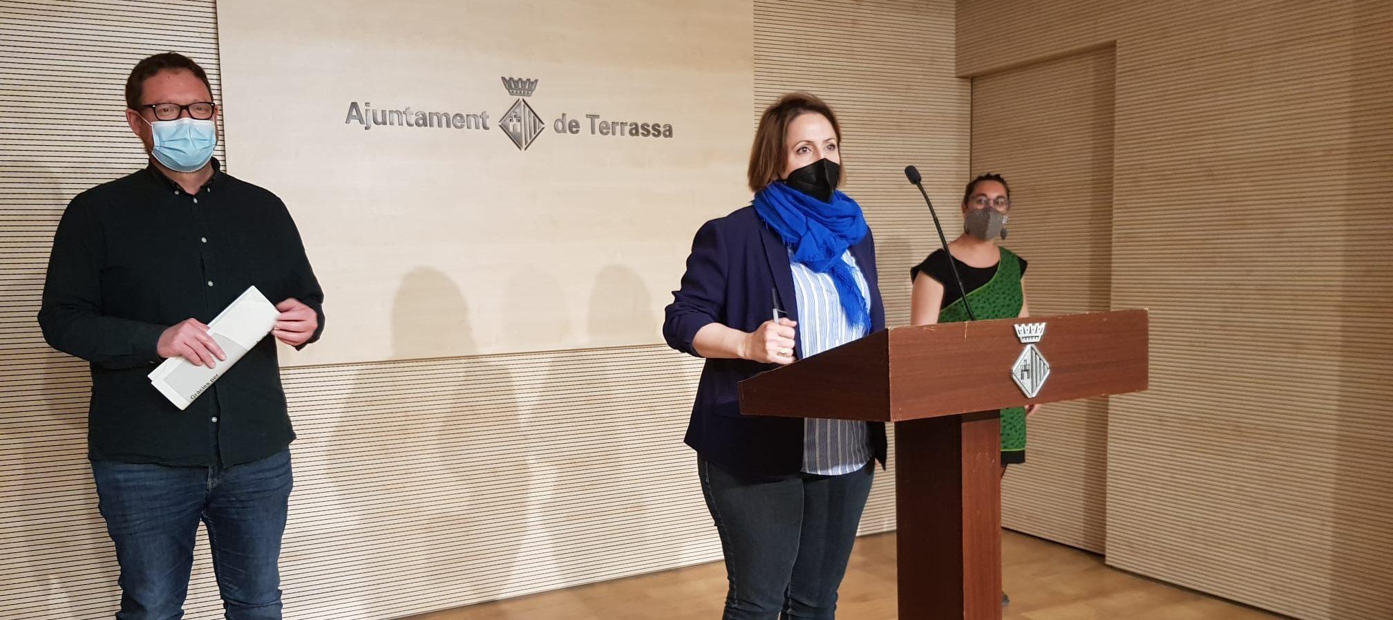 Miquel Juncosa, Mónica Polo i Maria Aran, presentant el Pla Local Antiestigma de Terrassa   Lluïsa Tarrida