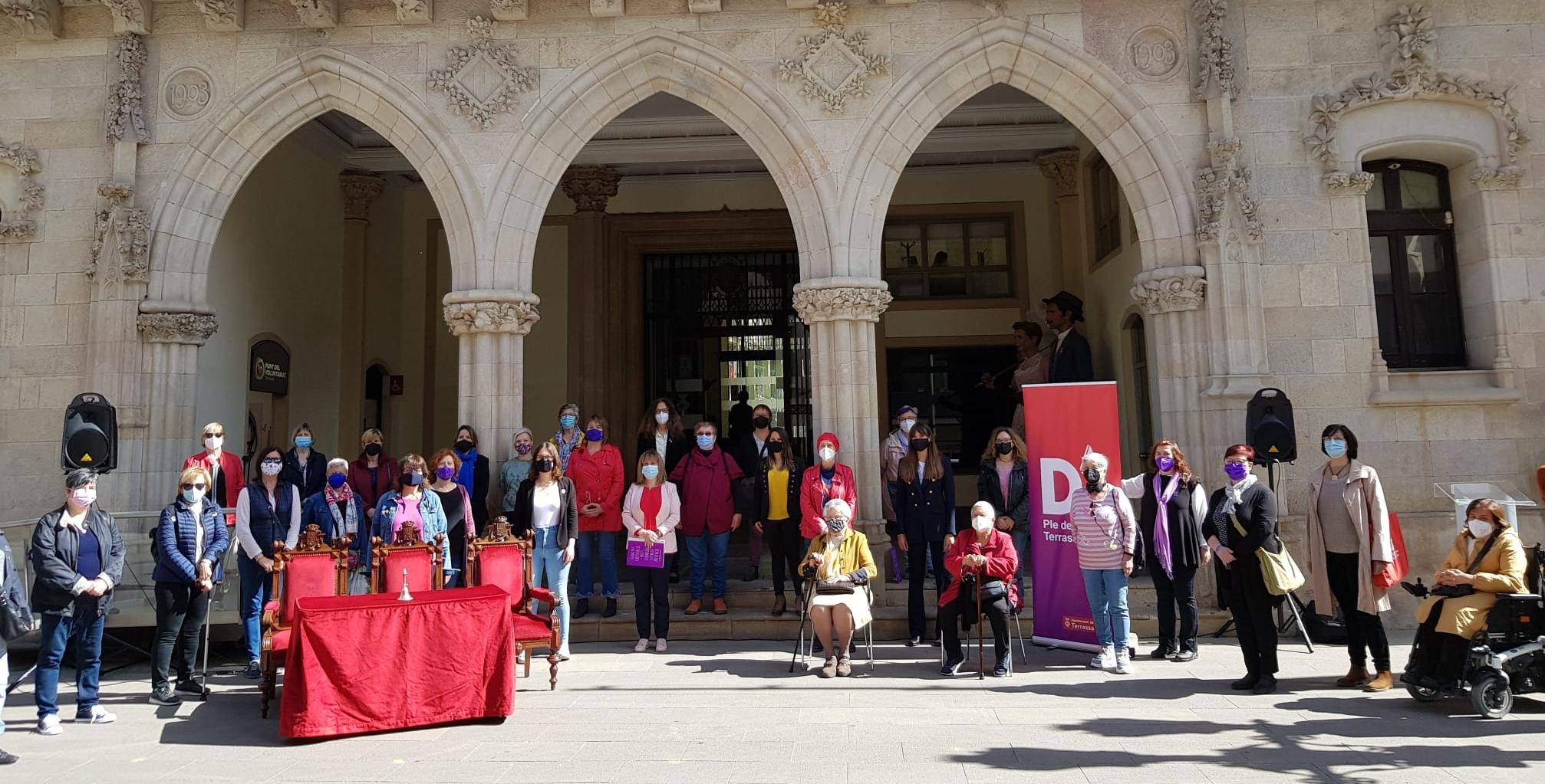 Regidores i representants dels col·lectius i entitats de la Comissió 8 de març   Lluïsa Tarrida