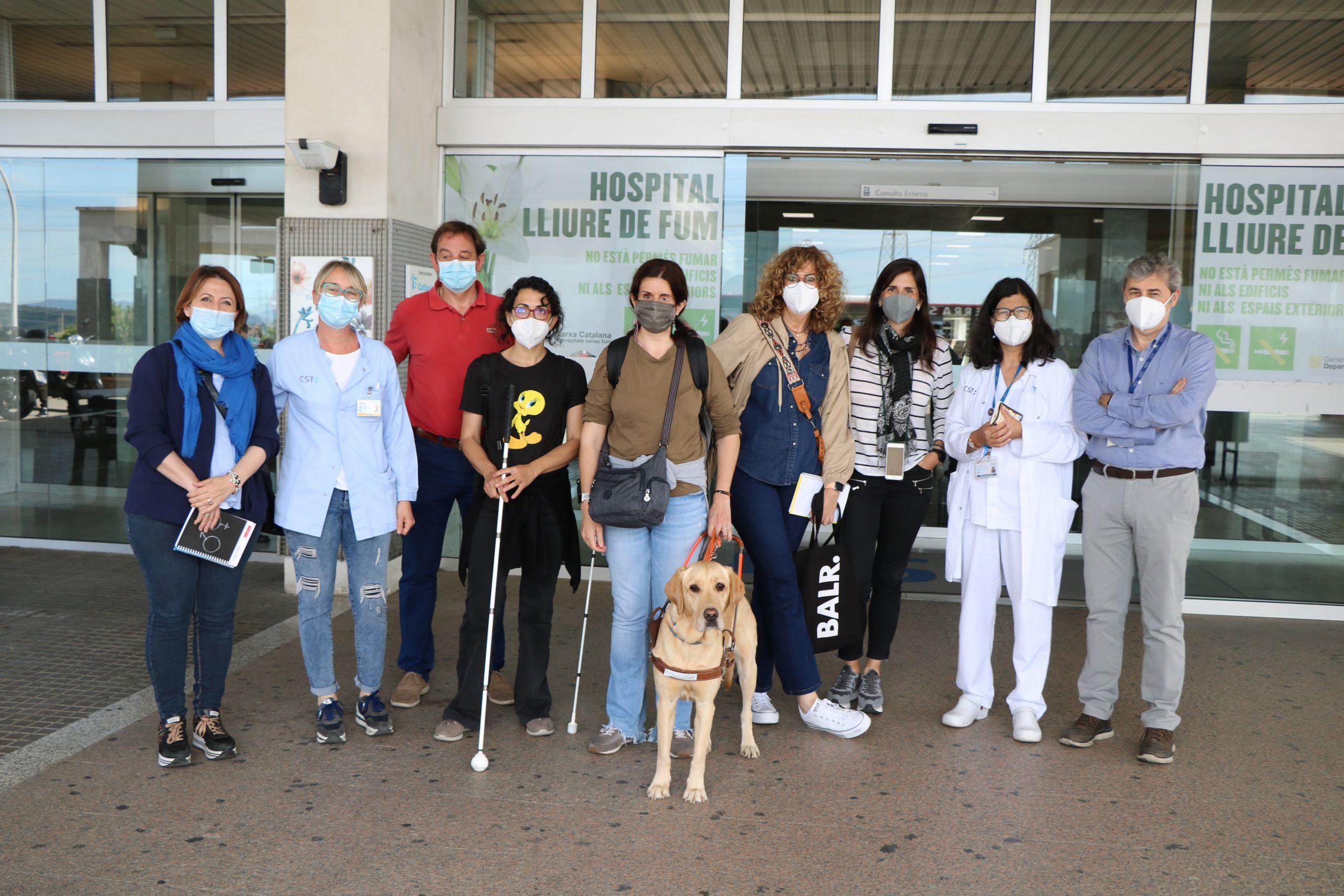 Membres de l'ONCE han visitat l'Hospital de Terrassa per identificar barreres físiques | CST