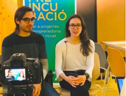Pau López i Imma Martínez amb el robot Vöbu   Vöbu