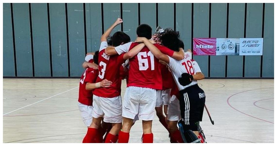 Els cadets del CD Terrassa celebrant la victòria del campionat de sala   FCH