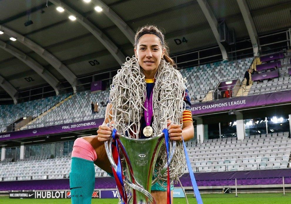 Vicky Losada, amb la copa de la Champions | FCB