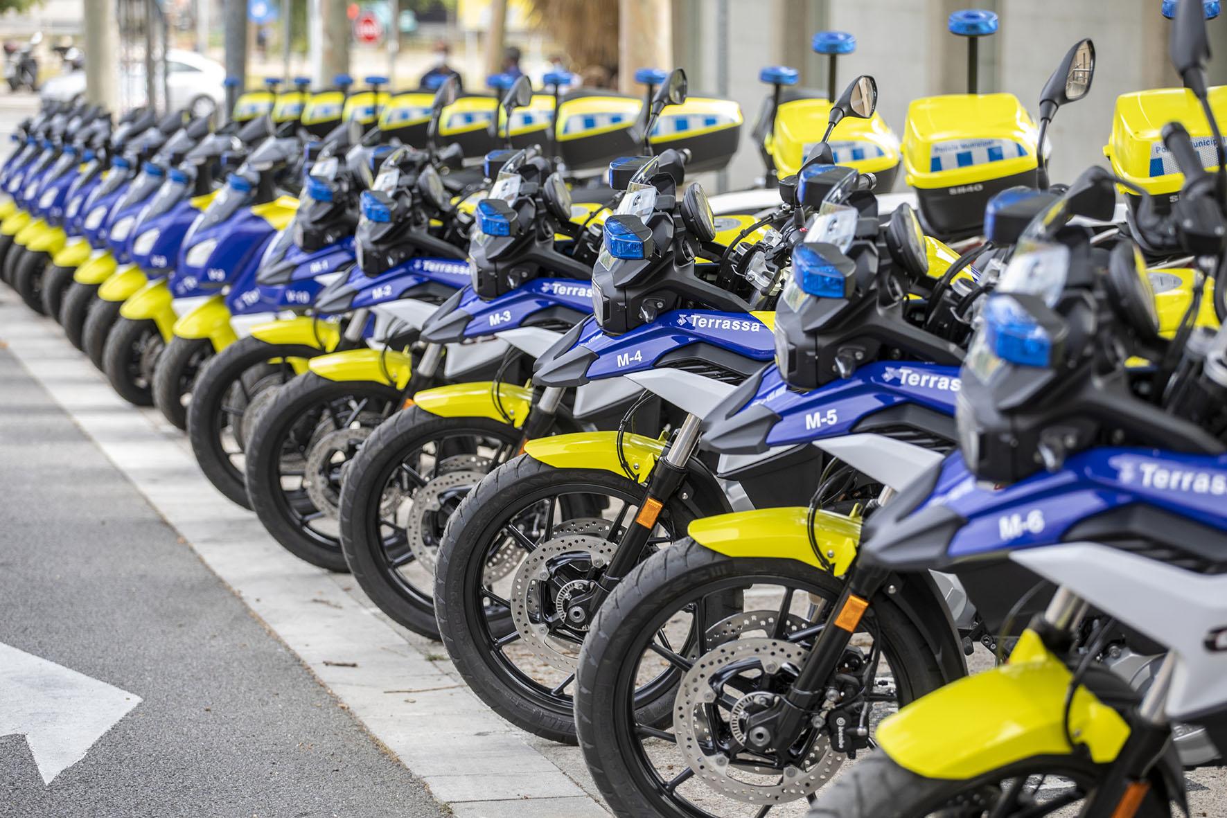 La Policia incorpora 10 escúters elèctrics, 6 motos de gran cilindrada i una furgoneta híbrida d'atestats