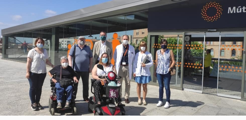 Visita de Prou Barreres a l'Hospital Mútua Terrassa | Facebook Mónica Polo