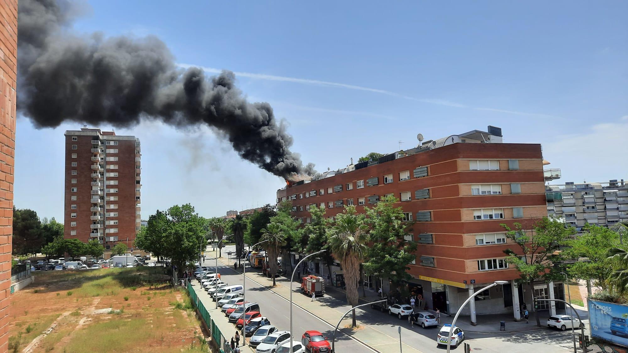 Incendi en uns pisos de l'avinguda Béjar | Anna Gimferrer