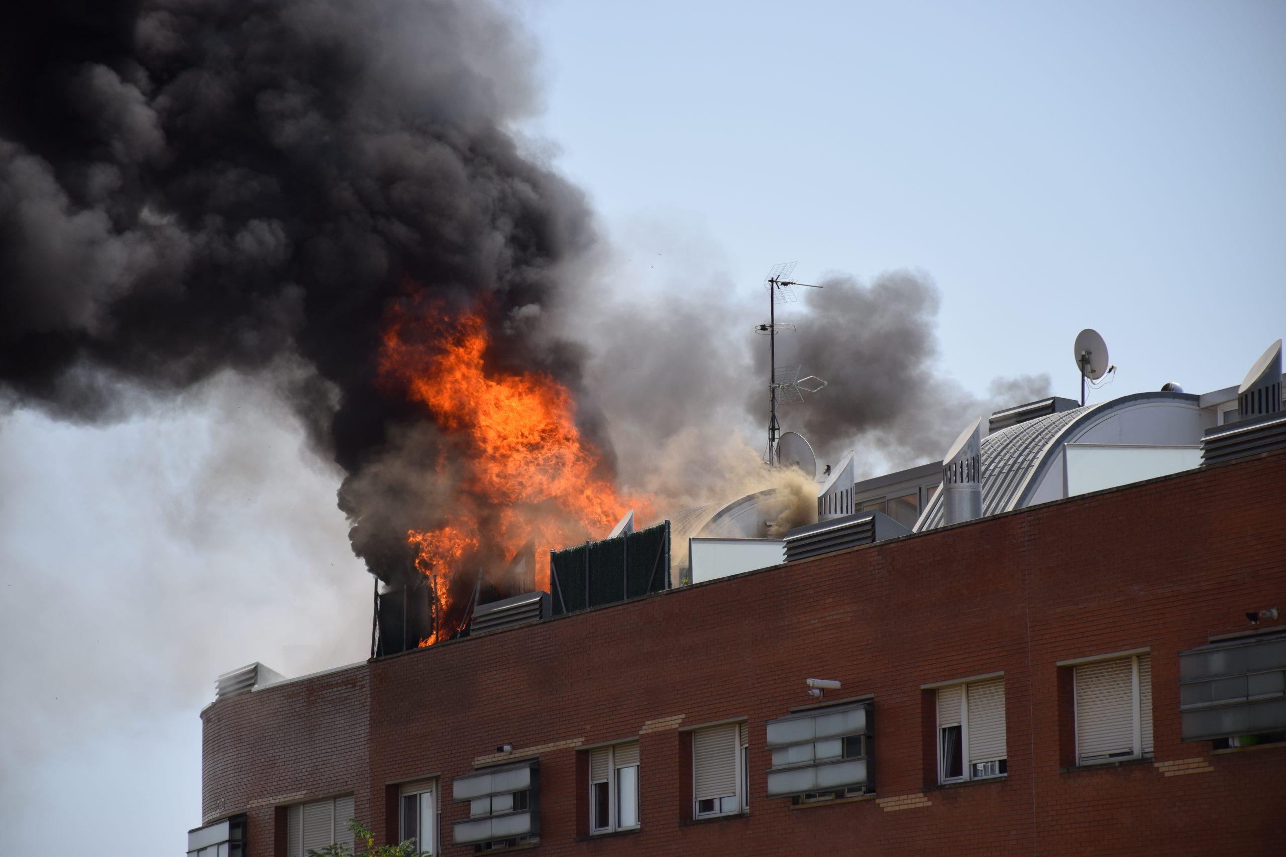 Incendi en un edifici de l'avinguda Béjar de Terrassa | Anna Gimferrer
