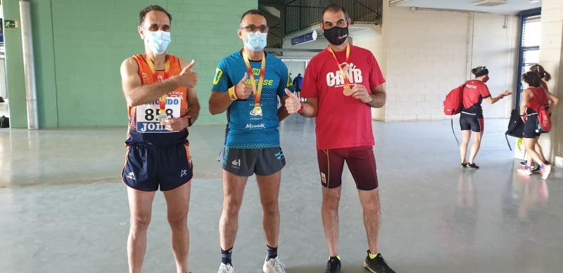 Els atletes de Terrassa amb les medalles aconseguides | Cedida
