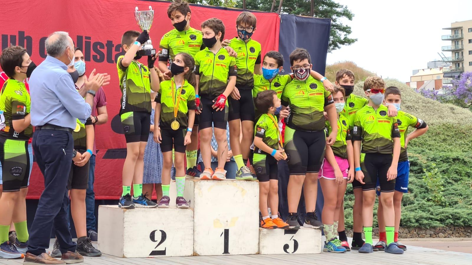 Els participants de l'Escola Ciclisme Vallès a la Copa Catalunya de Sant Joan Despí | Cedida