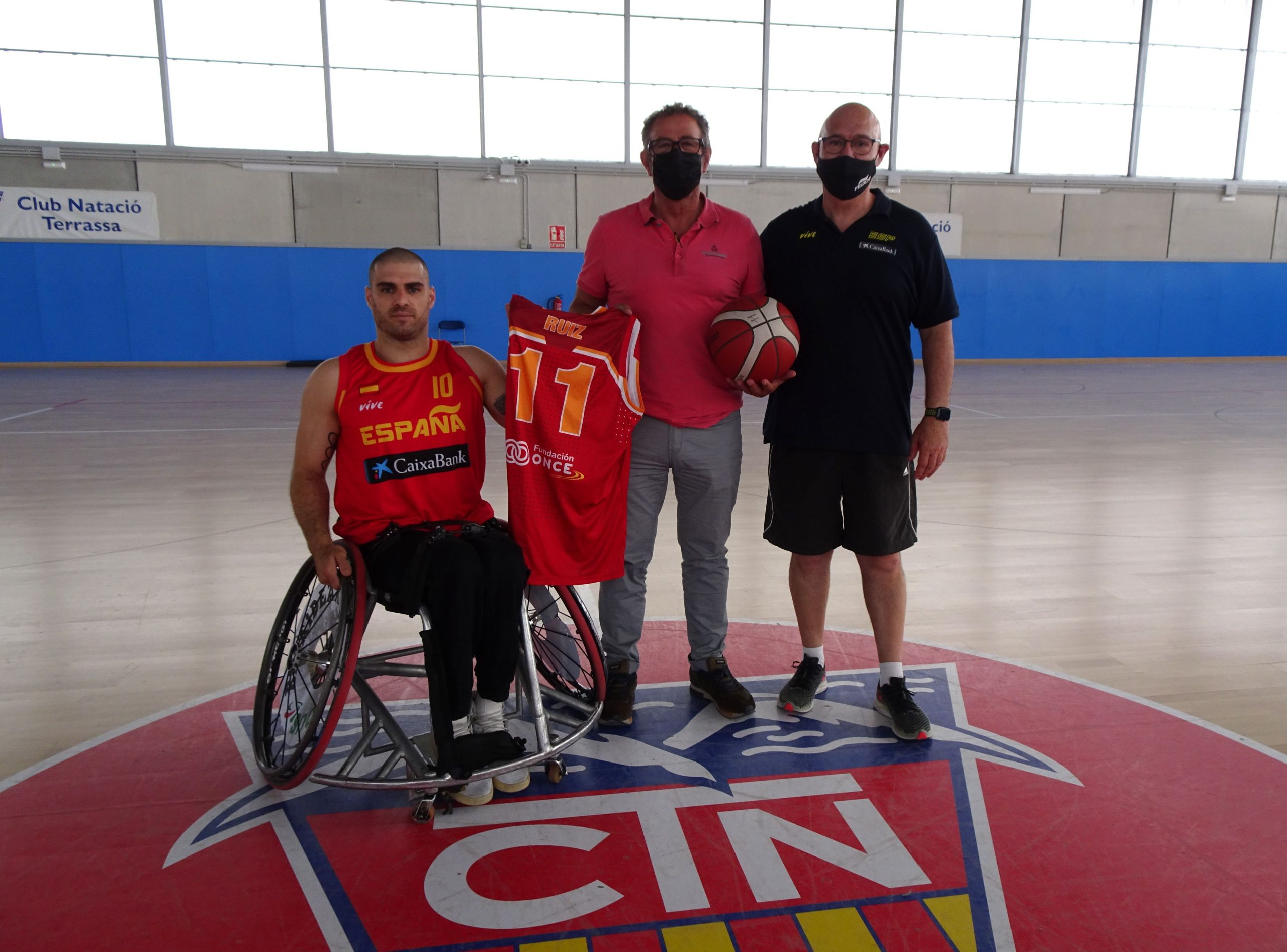 D'esquerra a dreta, Jordi Ruiz, el president Joan Herrera i Raúl Elía \ CN Terrassa
