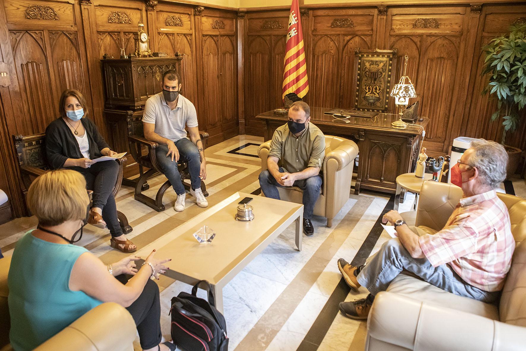 Reunió amb Creu Roja amb l'alcalde Jordi Ballart | Rafel Casanova BCF