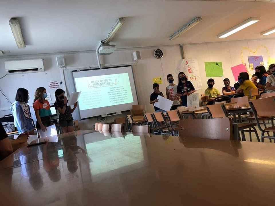 Els estudiants de l'Institut Escola Sala i Badrinas exposant el projecte de cooperativa   Aj. Terrassa