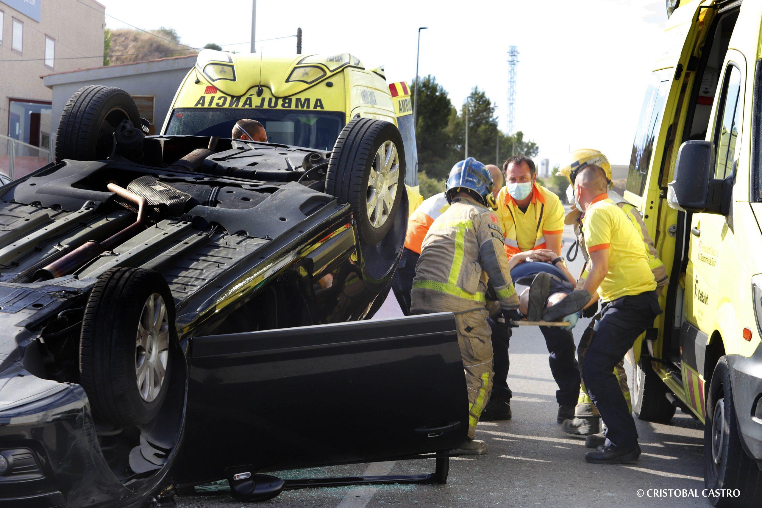 Accident de trànsit al carrer Colom de Terrassa, amb Bombers i SEM   Cristóbal Castro