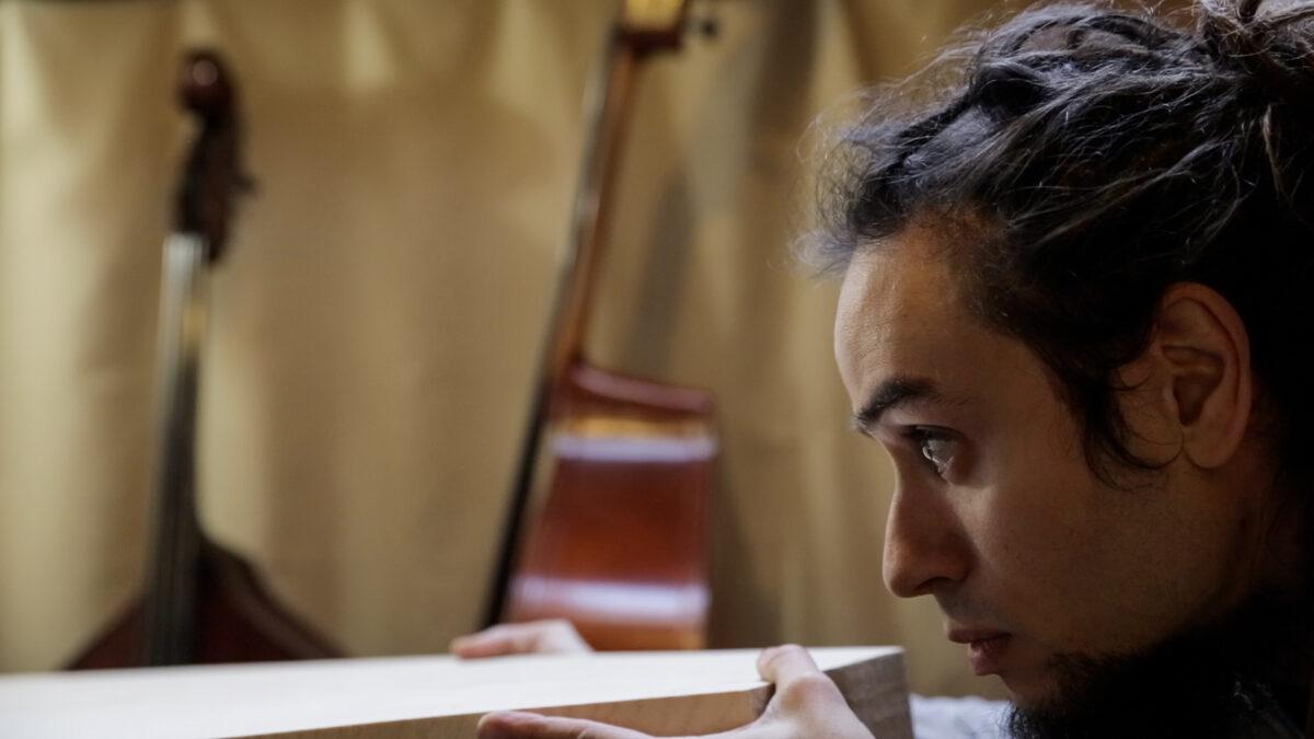 El luthier Emiliano Roca   Alberto Bougleux