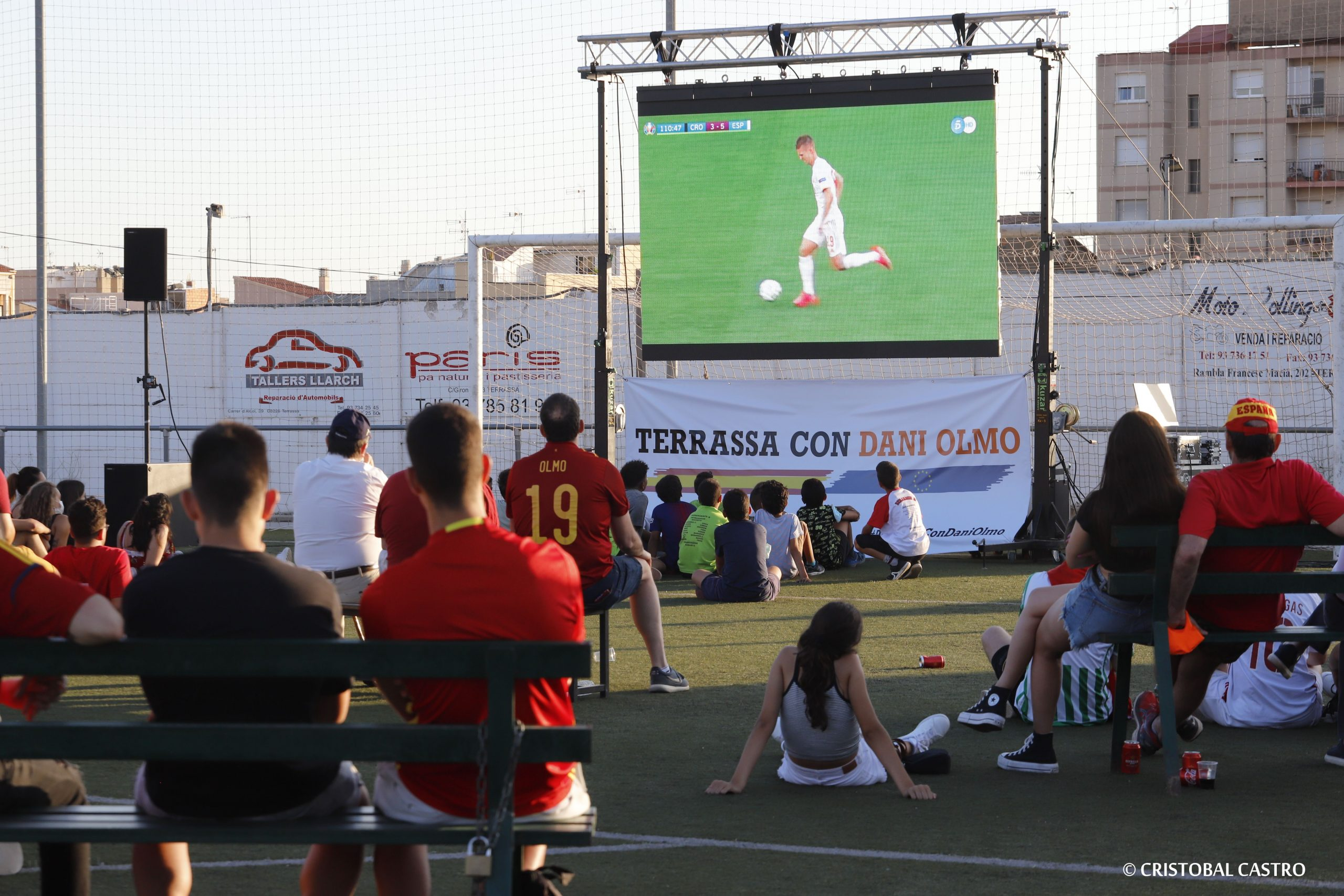 Espanya-Croàcia en pantalla gegant a Terrassa, amb Anna Grau i Carlos Carrizosa/Cristóbal Castro