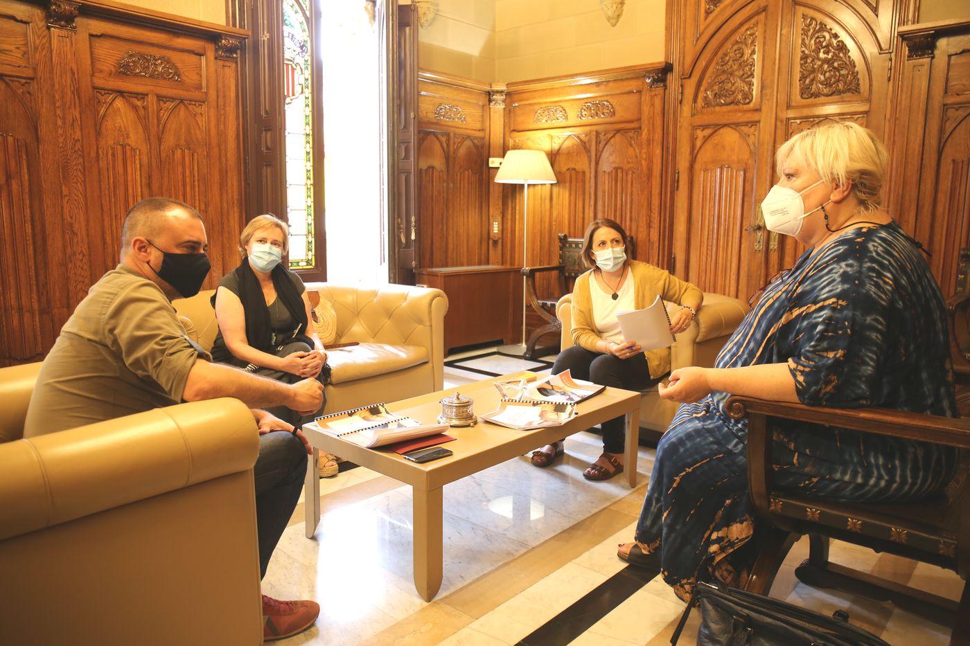 Reunió Afecto Mariposa amb l'alcalde i la regidora de Salut | Aj. Terrassa