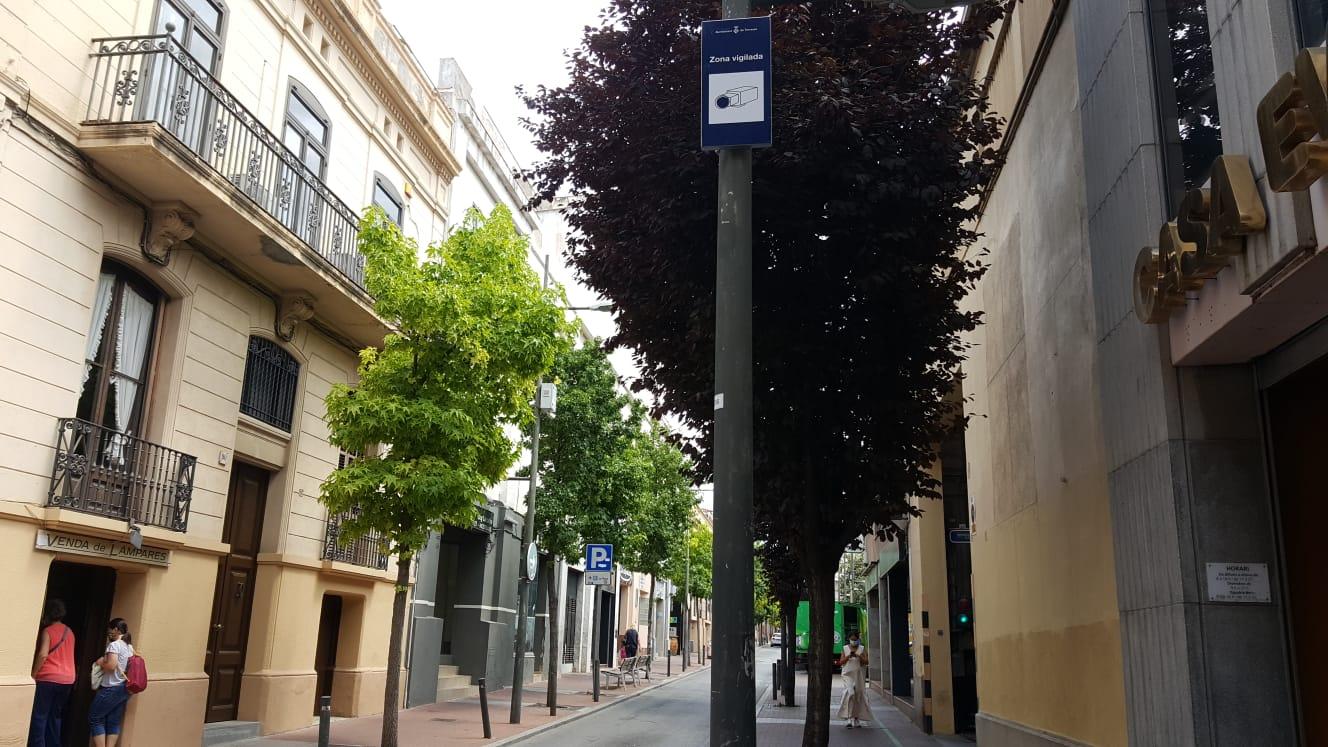 La primera càmera de videovigilància de Terrassa es posa al carrer de la Rasa