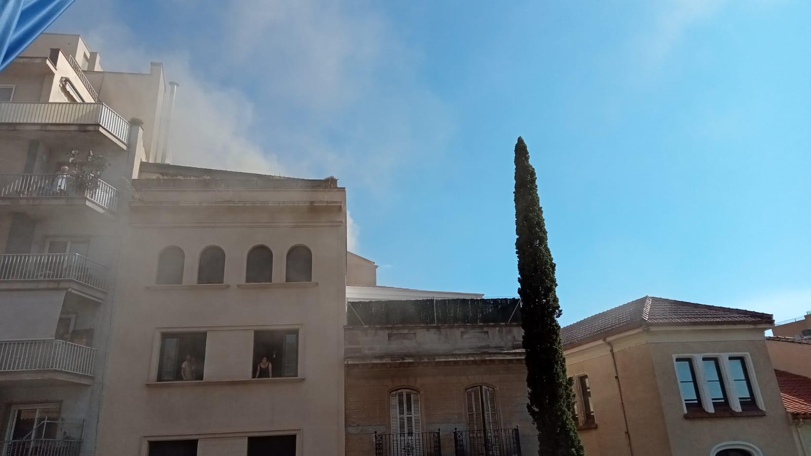 Incendi al restaurant Olivetti del raval de Montserrat de Terrassa/J.ALbalate