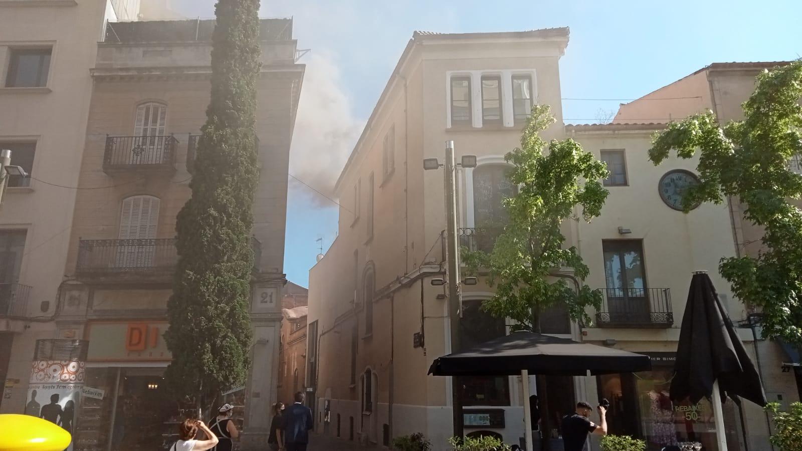 Incendi al restaurant Olivetti del raval de Montserrat de Terrassa