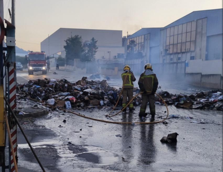 Es crema la càrrega d'un camió d'escombraries de Terrassa/T.P.