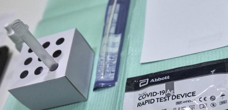 Material per fer un test d'antígens en una farmàcia / EP