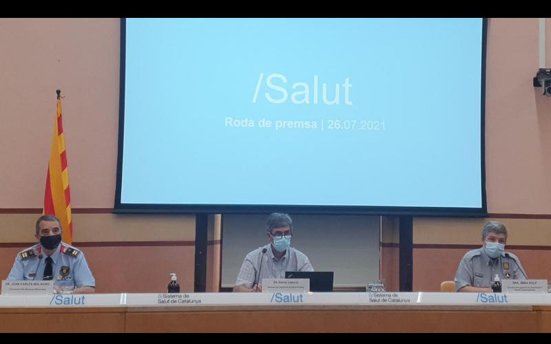 El portaveu dels Mossos d'Esquadra, el director de l'Agència de Salut Pública de Catalunya i la subdirectora general de Coordinació i Gestió d'Emergències en la roda de premsa