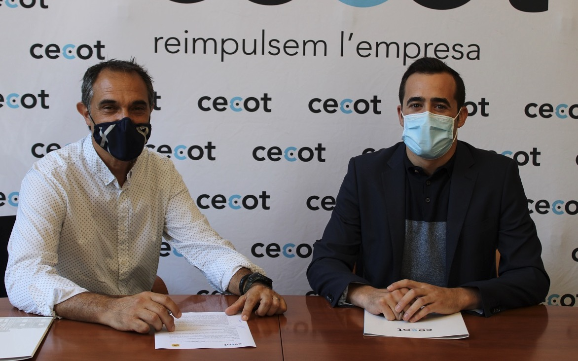 Valeriano (ATHC) i Alba (Cecot) després de la signatura del conveni de col·laboració entre ambdues entitats./Cecot