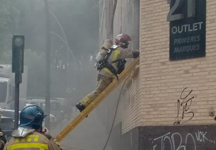 Actuació dels bombers a la nau abandonada a Pare Llaurador   Javier Juárez