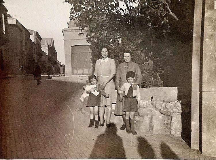 Any 1942, a la cruïlla de la Rasa amb Raval de Montserrat | Francesc Torras