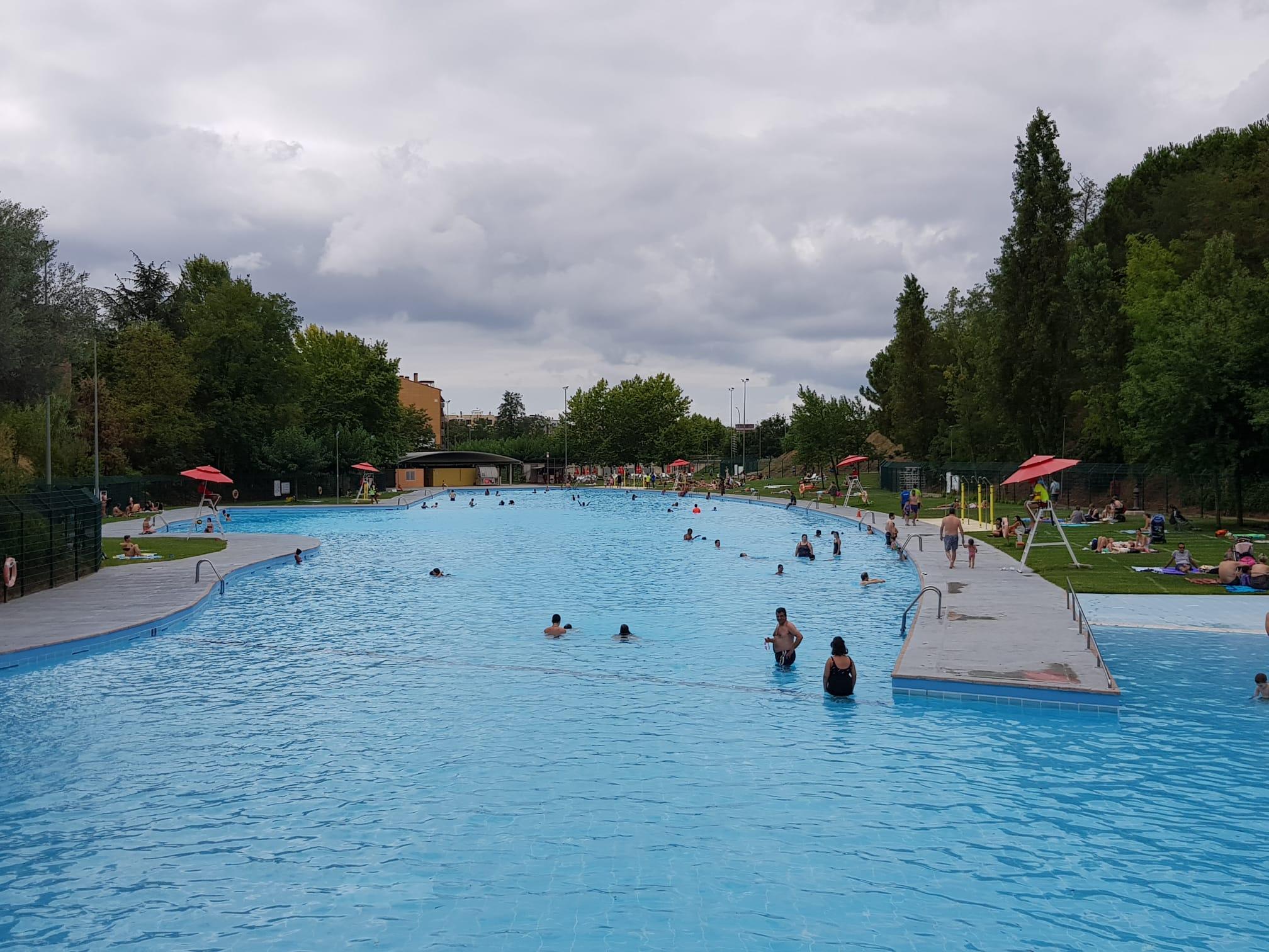 Dies de calor ideals per refrescar-se a la piscina municipal de Vallparadís | Lluïsa Tarrida