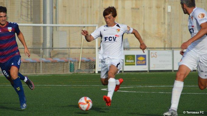 Akito, en una jugada del partit contra el UE Costa Brava   Terrassa FC