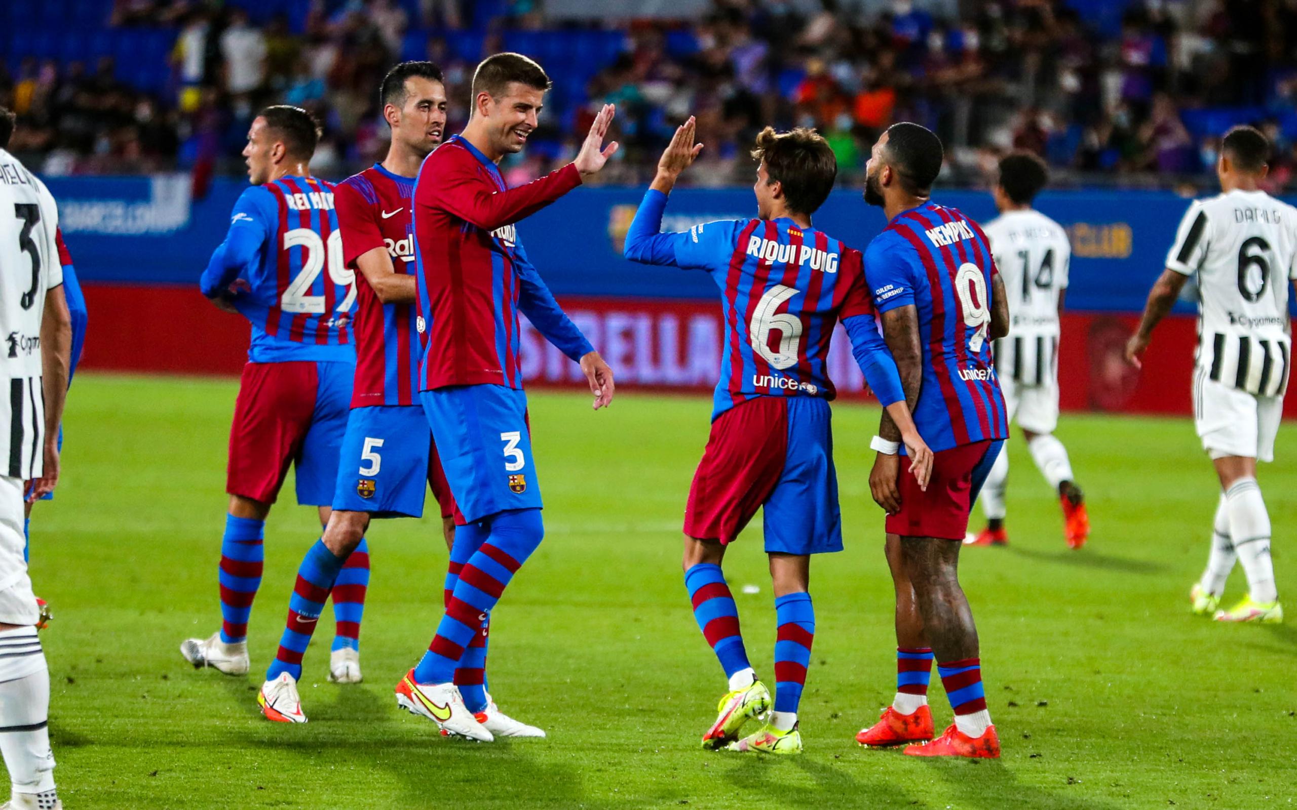 Riqui Puig celebrant un gol amb Gerard Piqué   FCB