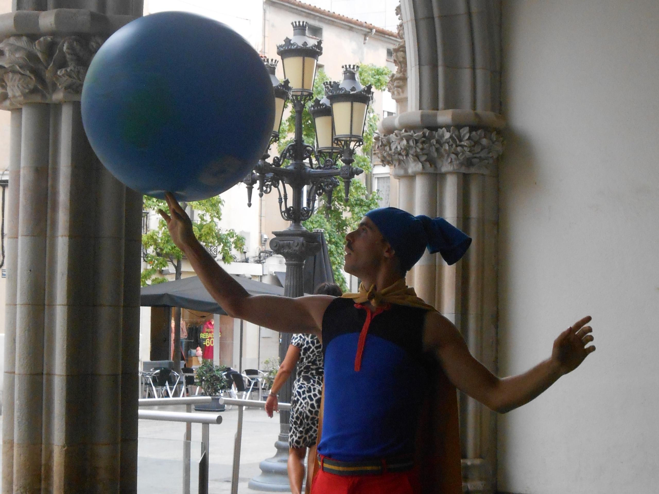 El Capità Spriki fent una breu demostració del festival   Laura Gómez