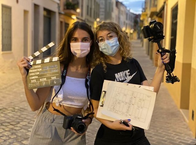 Les dues joves estudiants de Viladecavalls Xènia Penya i Laura Melgar   Cedida